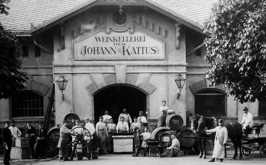 VONsociety: Kattus feiert 160. Geburtstag, historisches Bild