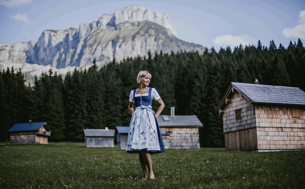 VONsociety: Dirndl, keep calm and wear dirndl, Bettina Grieshofer PlatzHirsch Dirndlerei © Tina Reiter